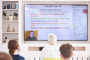 Prof. Christian Geiger (HS Düsseldorf) mit einem Impulsvotrag zu Zukunftsszenarien
