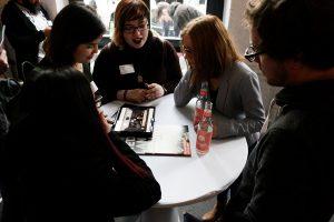 Gametreff NRW - Networking-Event für GameDevs in NRW. Teilnehmende tauschen sich aus.