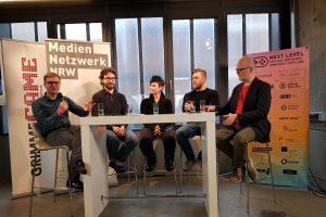 Next Level Festival 2019. Networking für Gamedeveloper. Andreas Garbe (ZDF), Mark Brown (Gamemaker's Toolkit, UK), Jennifer Pankratz (Piranha Bytes), Dominik Plaßmann (Sluggerfly) und Sebastian Stange (The Pod) bei Let's talk about Games! Next Level Festival 2019 (Medienentzwerk.NRW und Grimme-Akademie)