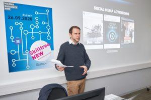 Skilltree.NRW - Coaching für die Games Branche. Workshopleiter Timo Kern vermittelt Grundlagen zum Marketing.